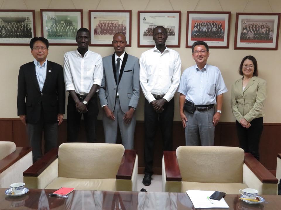 8月アフリカ留学生市役所訪問